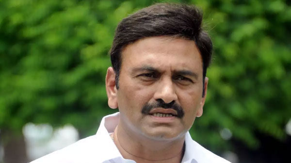 rebel-mp-raghurama-row-ysrcp-mps-prepare-a-counter-plan-as-raghurama-gets-support-from-other-mps